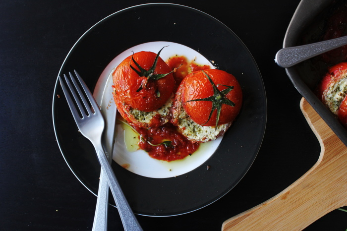 stuffed tomatoes with ricotta cheese and pesto